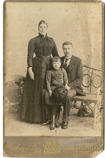Maria van Dijk and her parents
